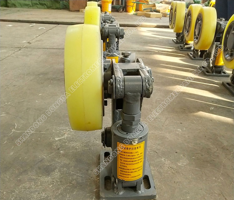 L20 roller can ear